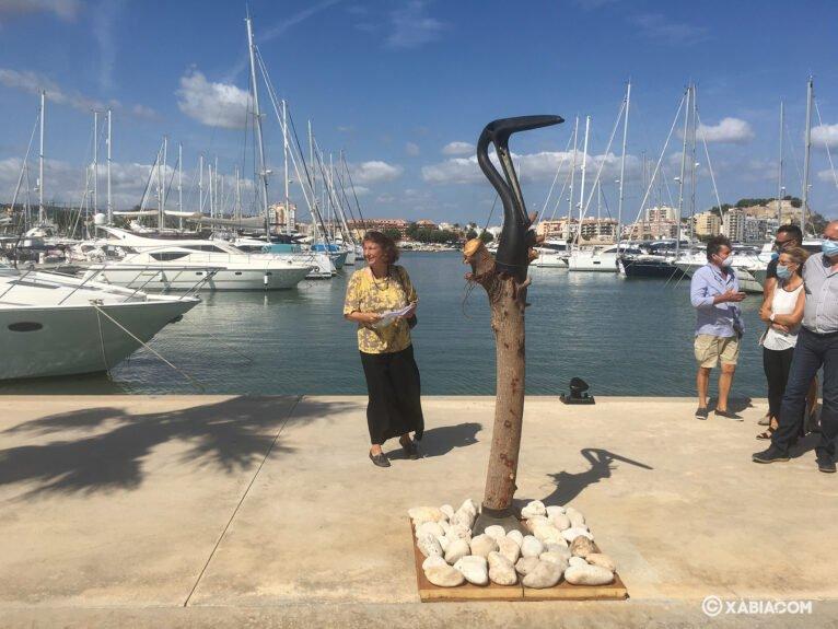 El pelícano, obra expuesta en el Puerto Marina de Dénia