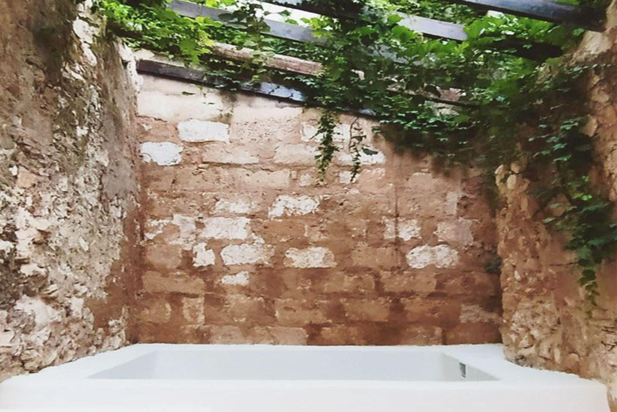 Pequeña piscina en el patio de una casa de pueblo en venta en Jávea – Atina Inmobiliaria