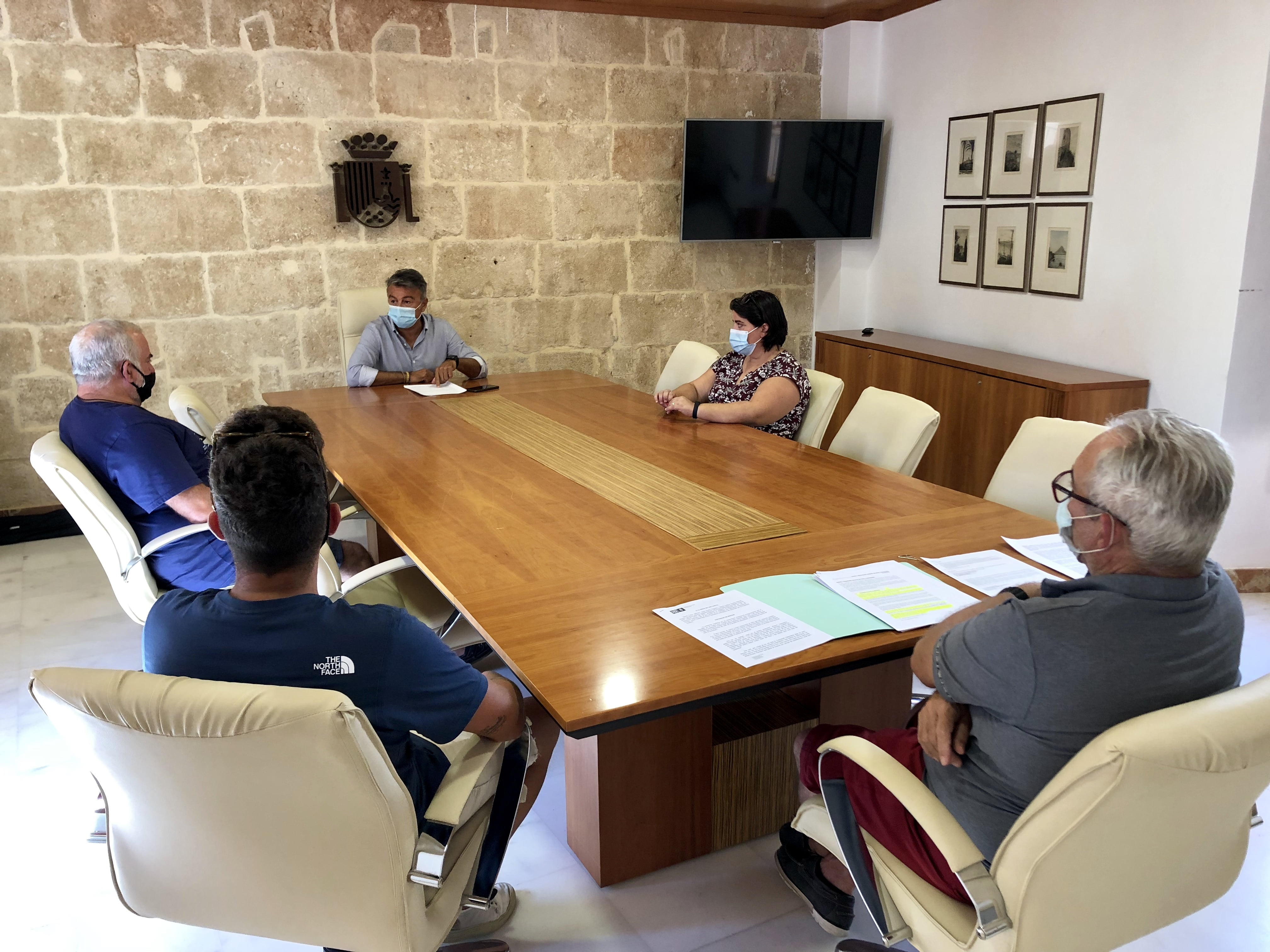 Reunión de ediles con representantes de la Cofradía