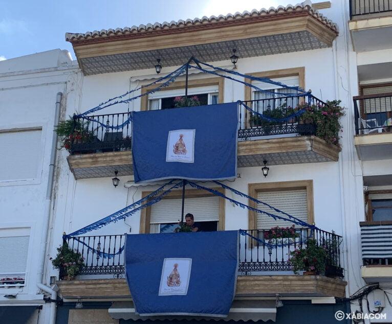 Balcones engalanados en Duanes de la Mar
