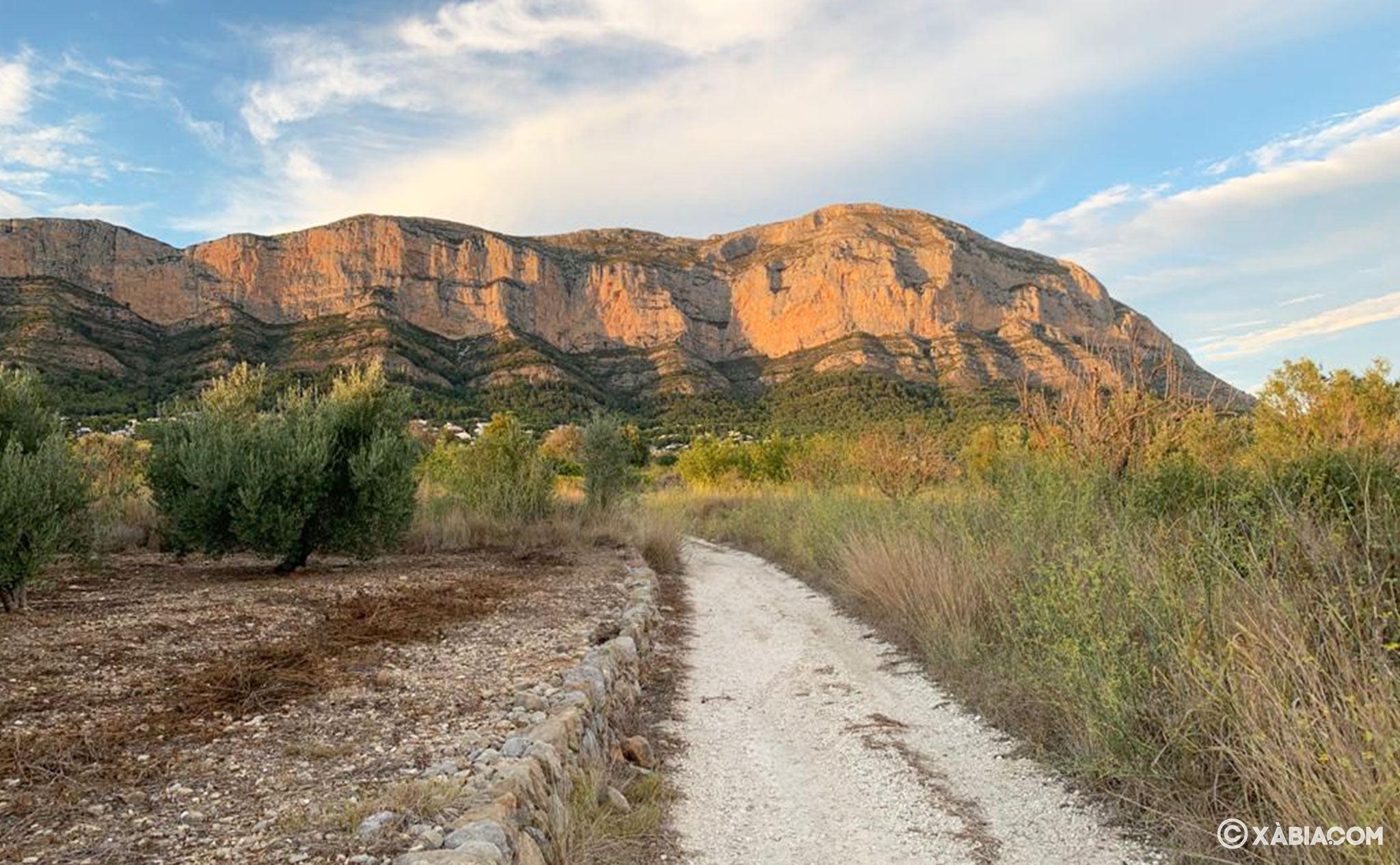 La vertiente sur del Montgó, que mira hacia Xàbia y Gata de Gorgos