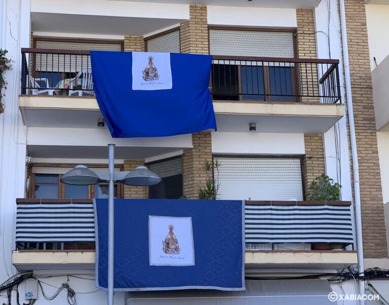 'Cobertors' lucen en los balcones de Duanes