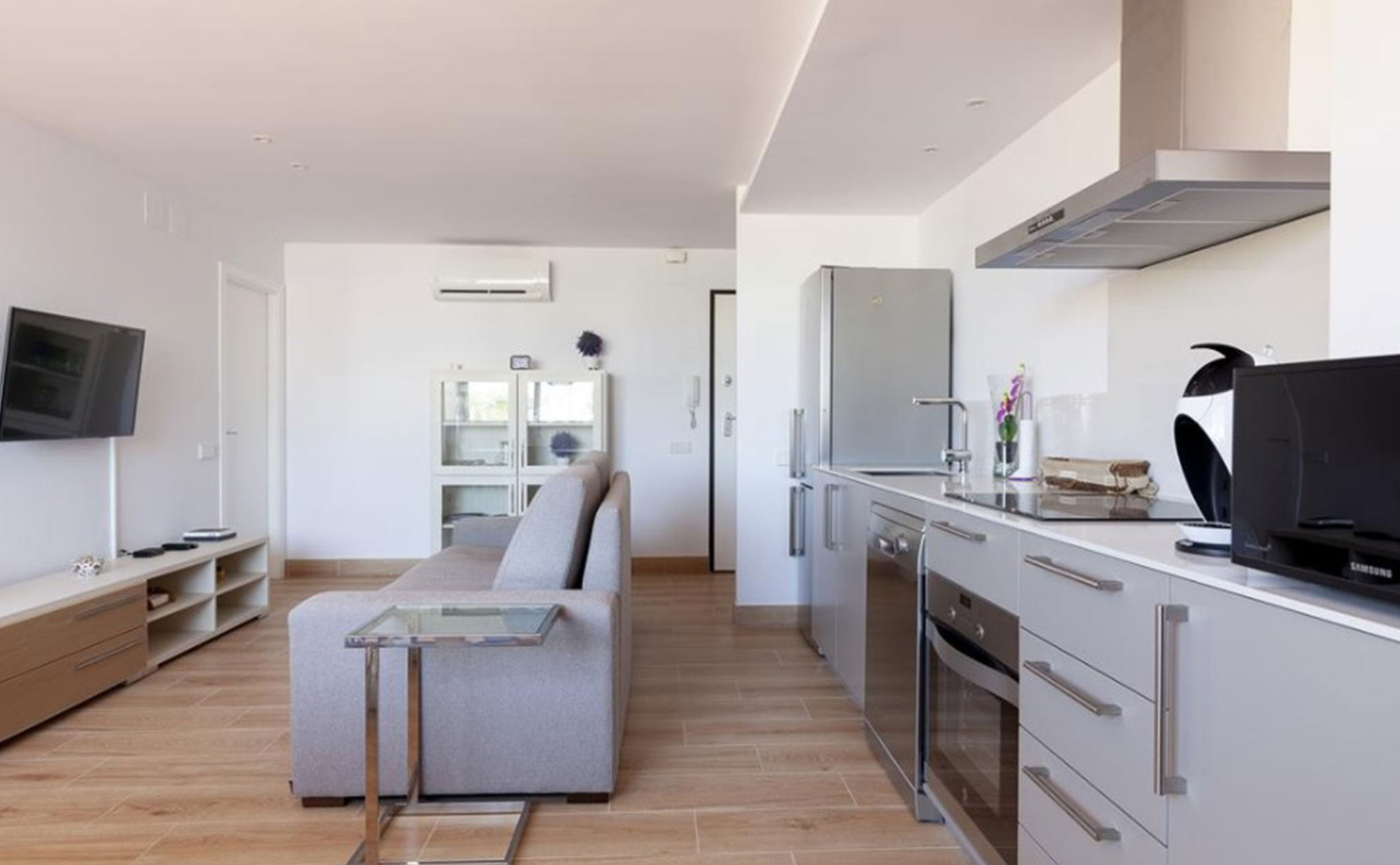 Cocina integrada en el salón en un apartamento de vacaciones en Jávea – Quality Rent a Villa