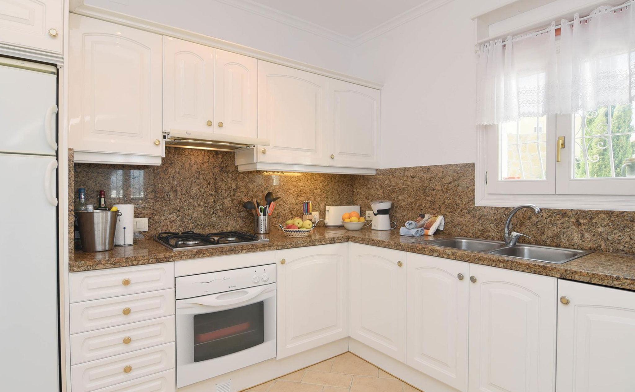 Cocina de una casa de vacaciones en Benitachell – Aguila Rent a Villa