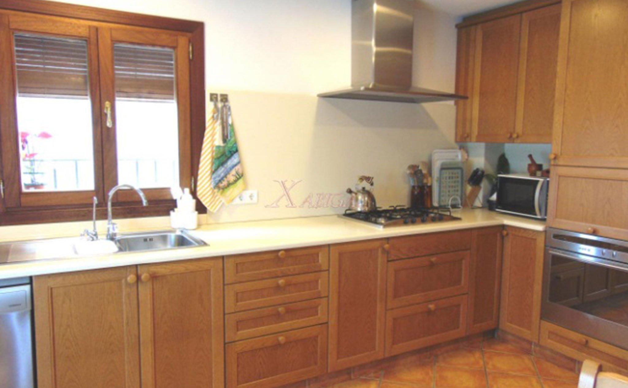 Cocina de una casa de pueblo en venta en el Puerto de Jávea – Xabiga Inmobiliaria
