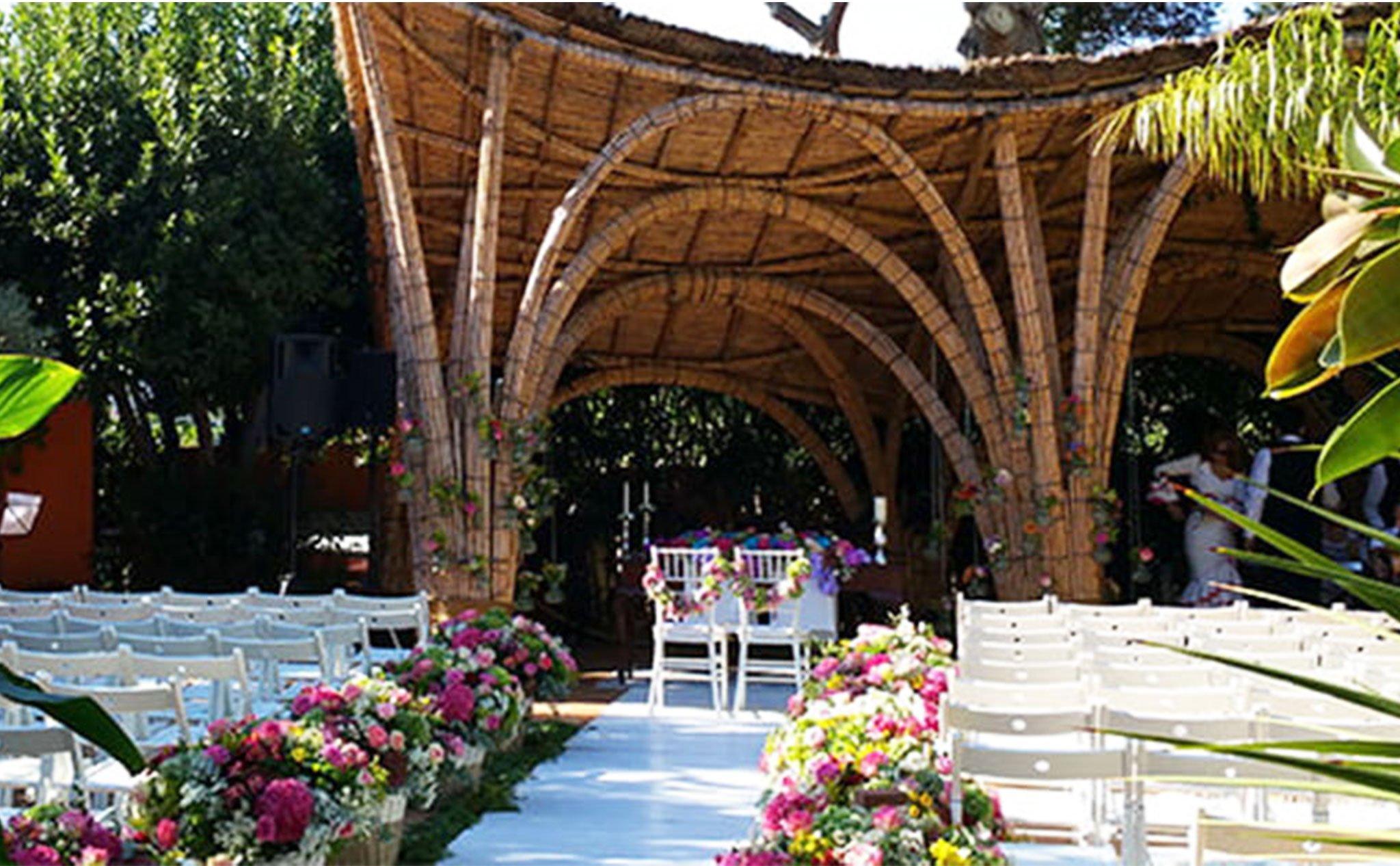 Todo preparado para la celebración de una boda en Hotel Les Rotes