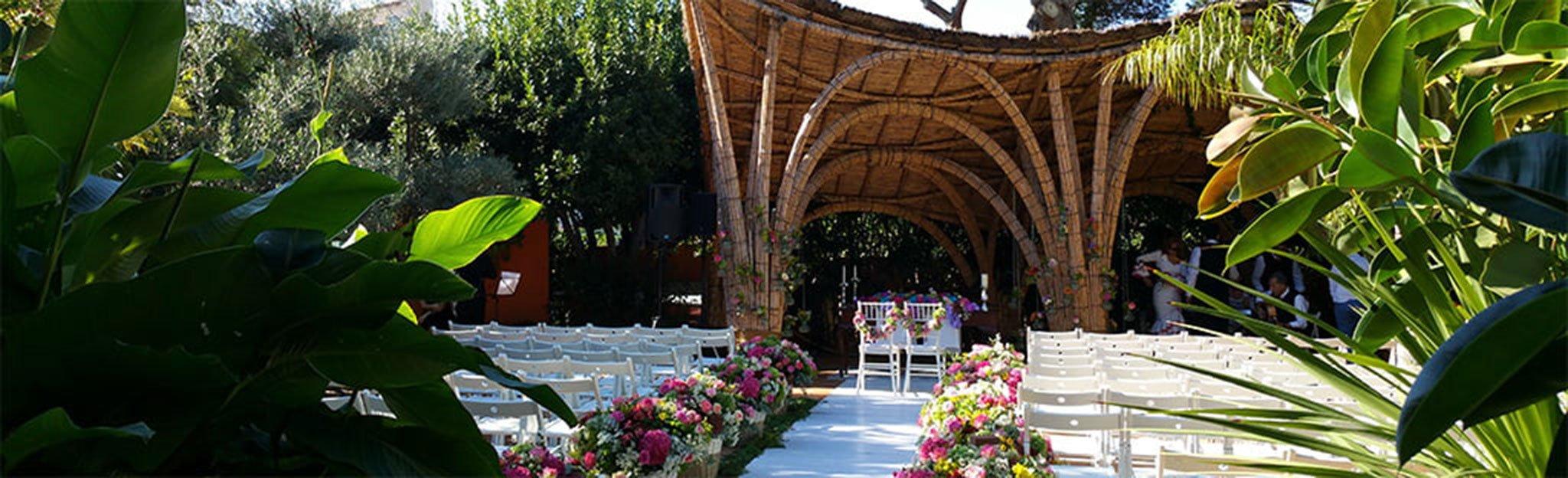 Jardín decorado para una boda en Hotel Les Rotes