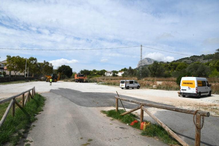Inicio de las labores de asfaltado en el parking de Duanes