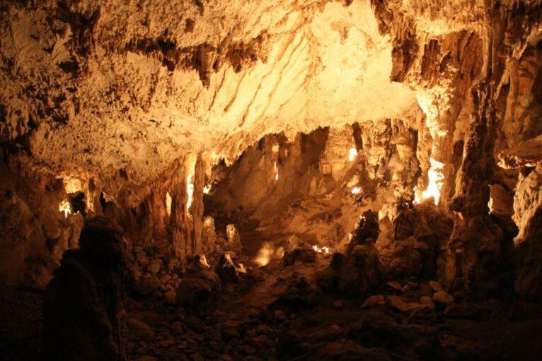 Interior de la Cova del Montgó (Imagen: Miguel Ángel Mayans)