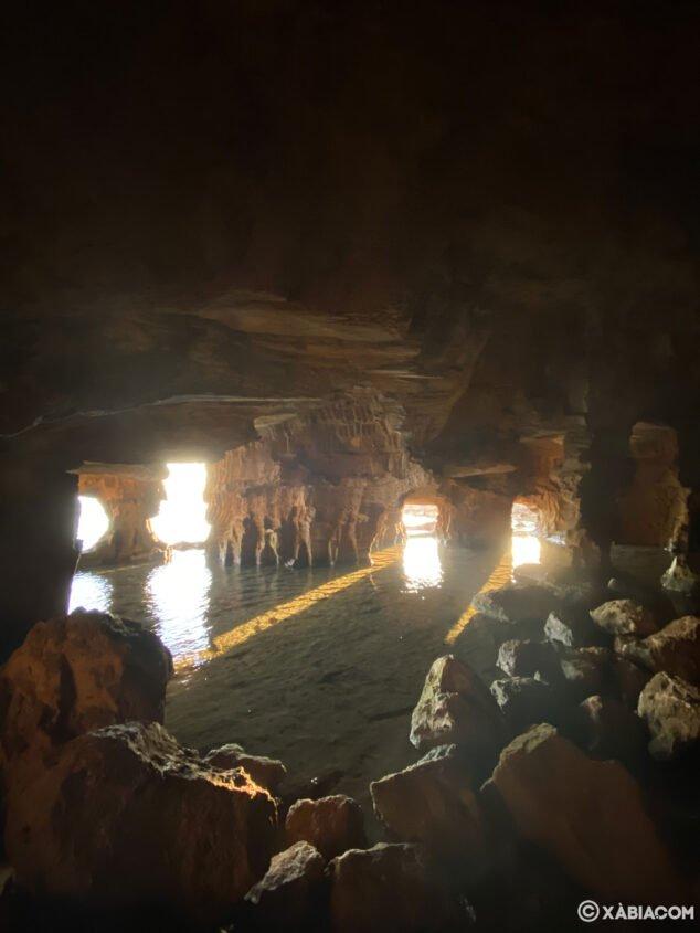 Imagen: Interior de la Cova Tallada