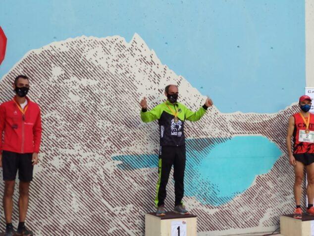 Imagen: Nasio Cardona en lo alto del podio