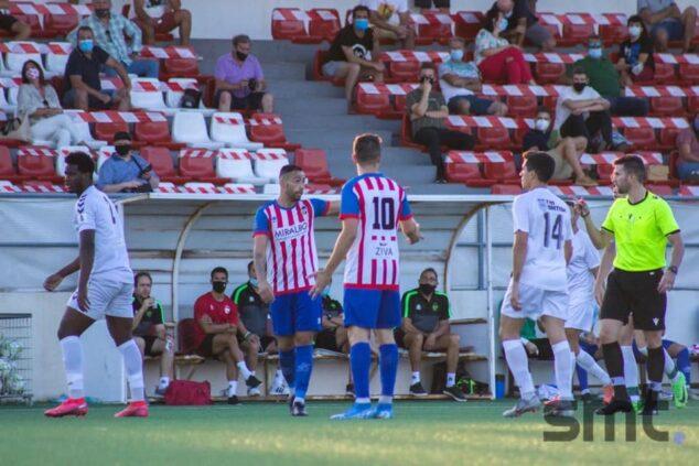 Image: CD Jávea match during the preseason