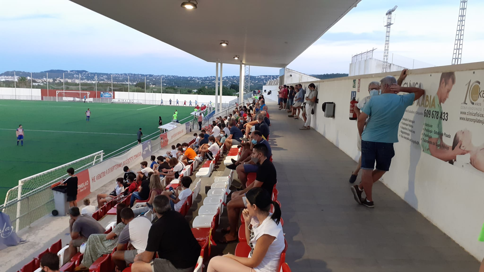 Público en el partido amistoso del CD Jávea