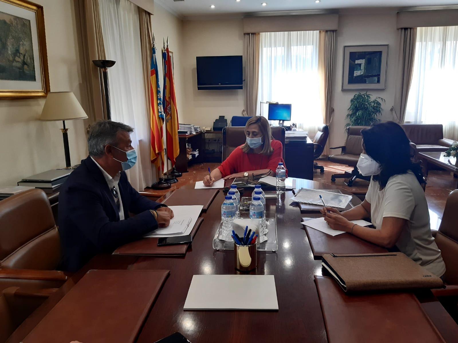 Reunión de José Chulvi con la subdelegada del gobierno y Jefa del Servicio de Costas