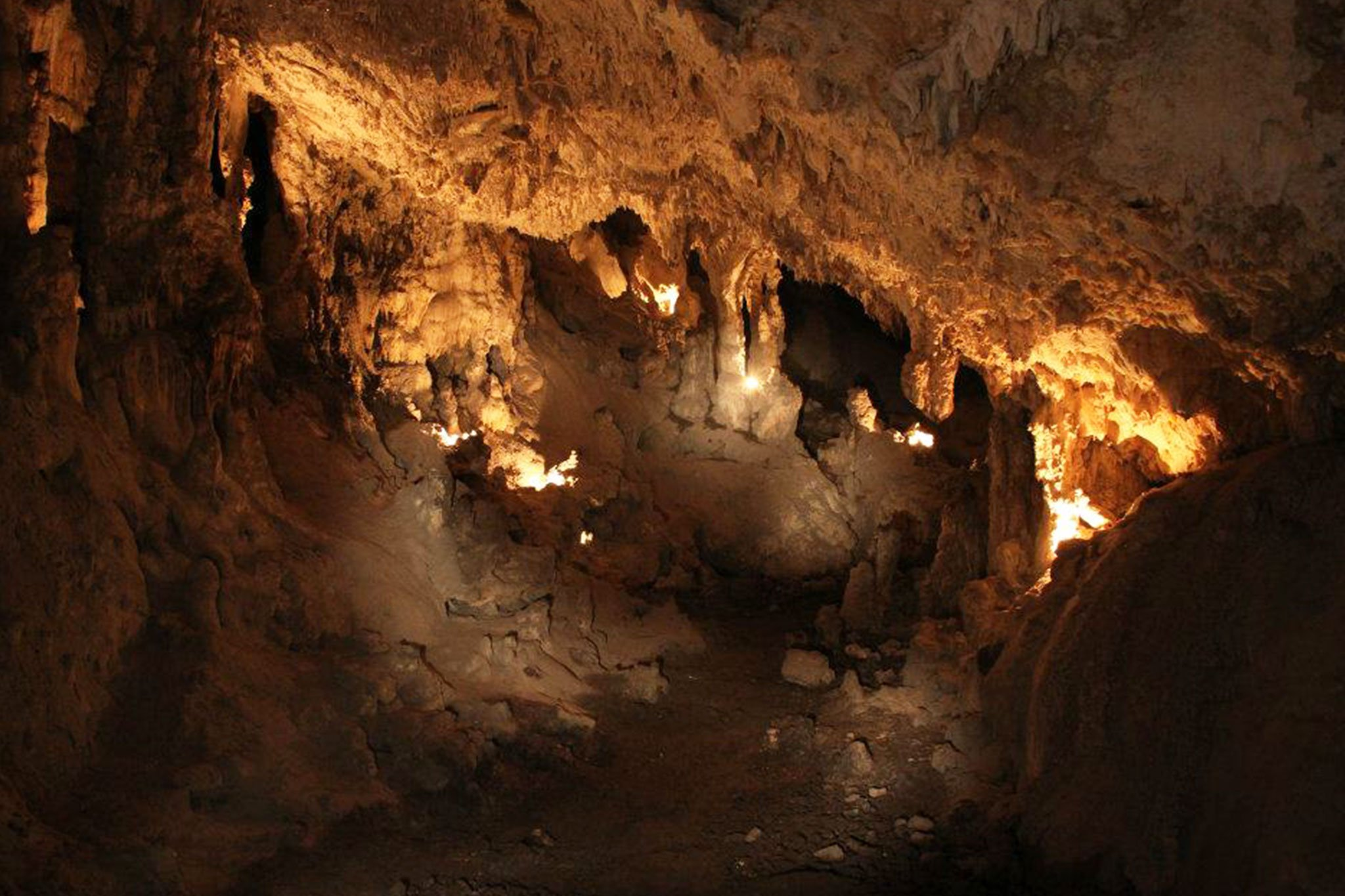Sala en el interior de la Cova del Montgó (Imagen: Miguel Ángel Mayans)