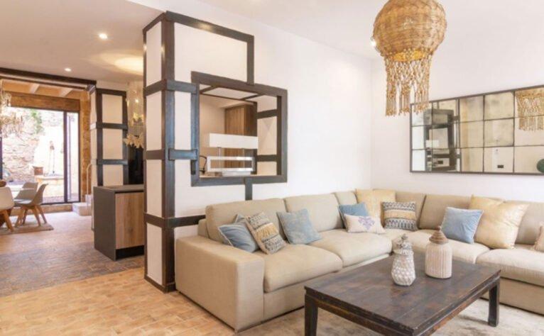 Salón de una casa de pueblo en venta en el centro de Xàbia - MORAGUESPONS Mediterranean Houses