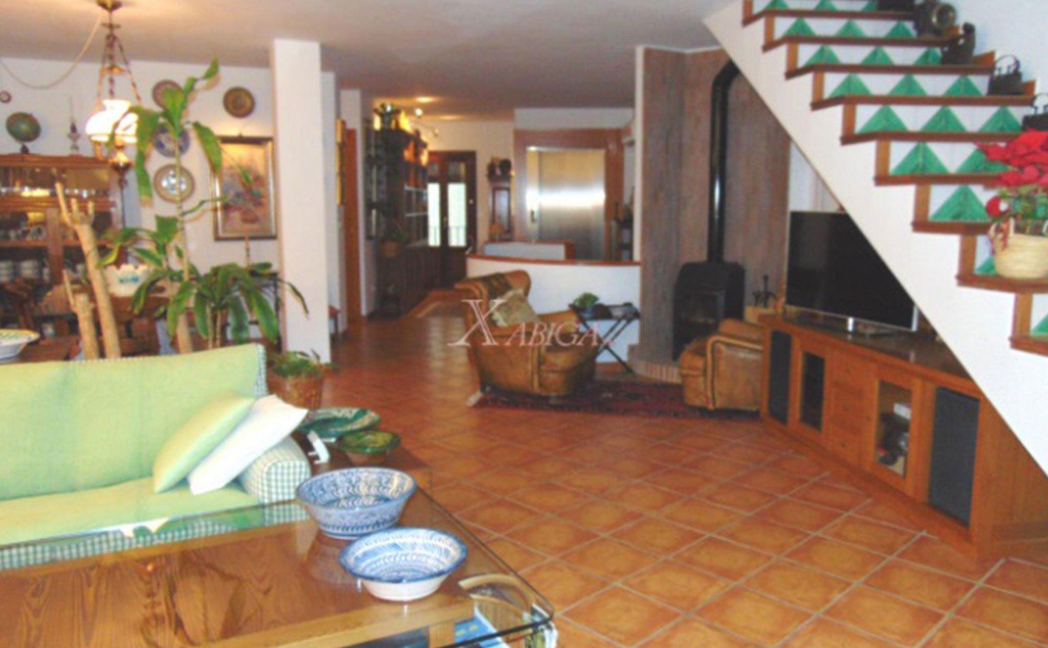 Salón de una casa de pueblo en venta en el Puerto de Jávea – Xabiga Inmobiliaria
