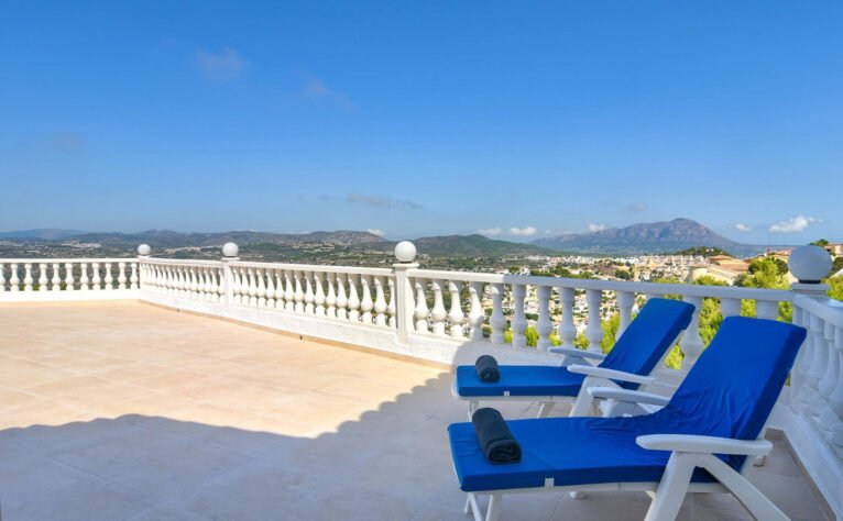 Terraza de una casa de vacaciones en Benitatxell - Aguila Rent a Villa