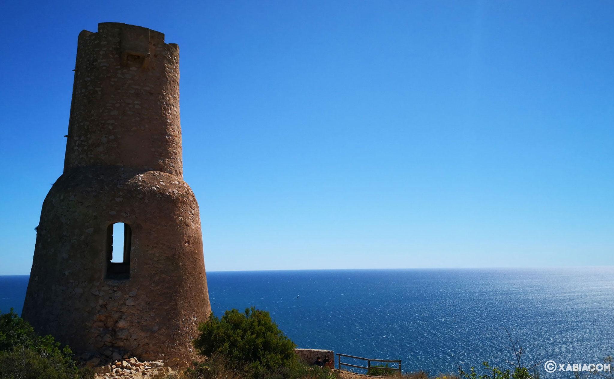 La Torre del Gerro, situada en frente del Cabo de San Antonio, en término de Dénia