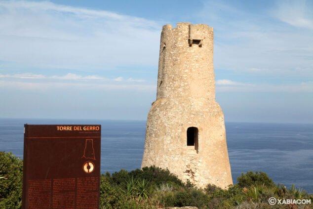 Imagen: La Torre del Gerro con el mar al fondo