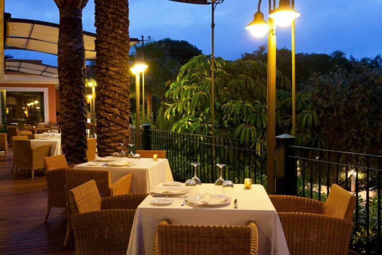 Mesas preparadas para momentos especiales en Hotel Les Rotes