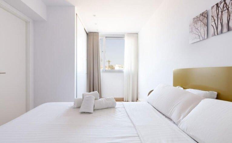 Ventana del dormitorio de un apartamento de vacaciones en Jávea - Quality Rent a Villa
