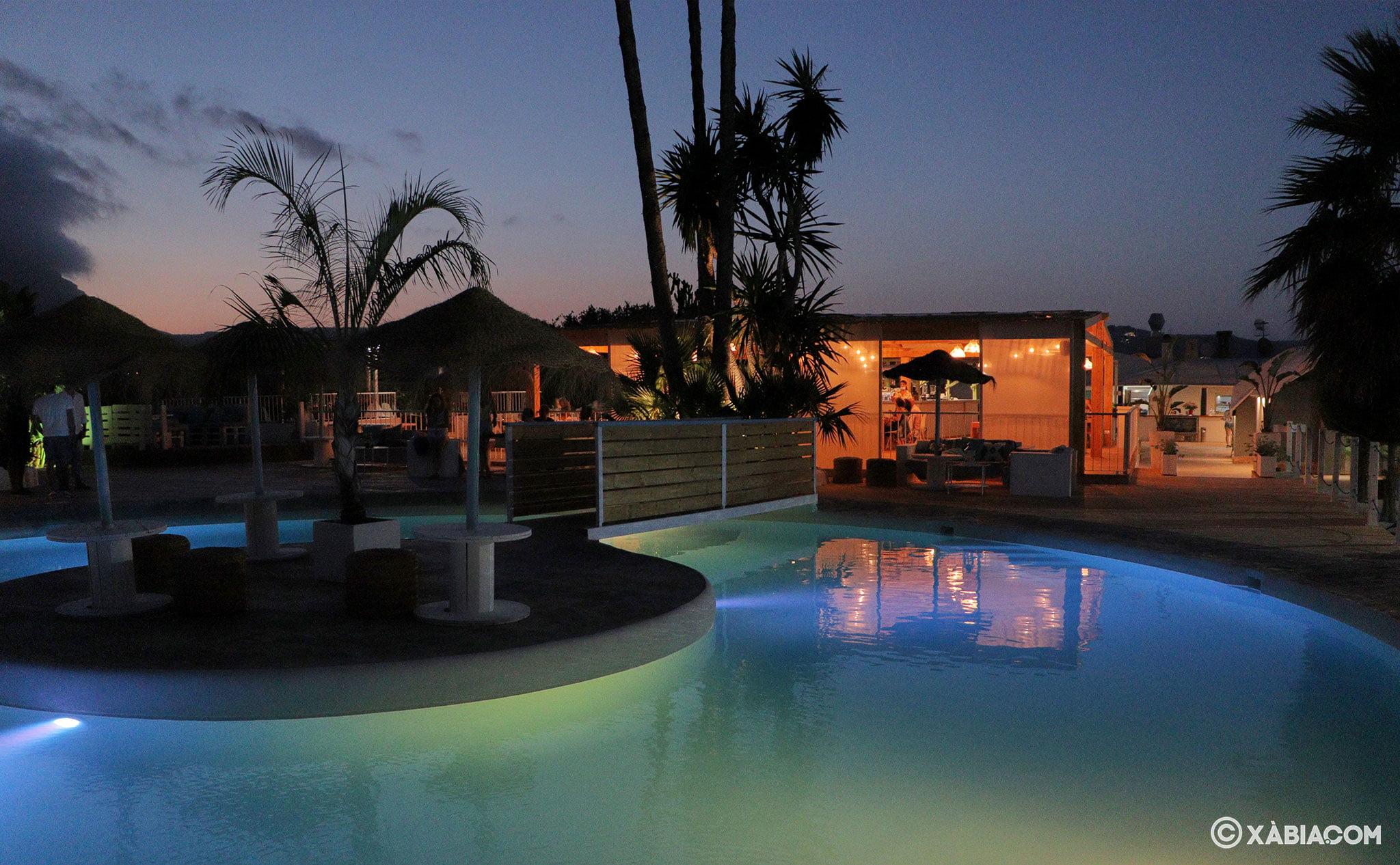 Vista nocturna de Isla Bonita