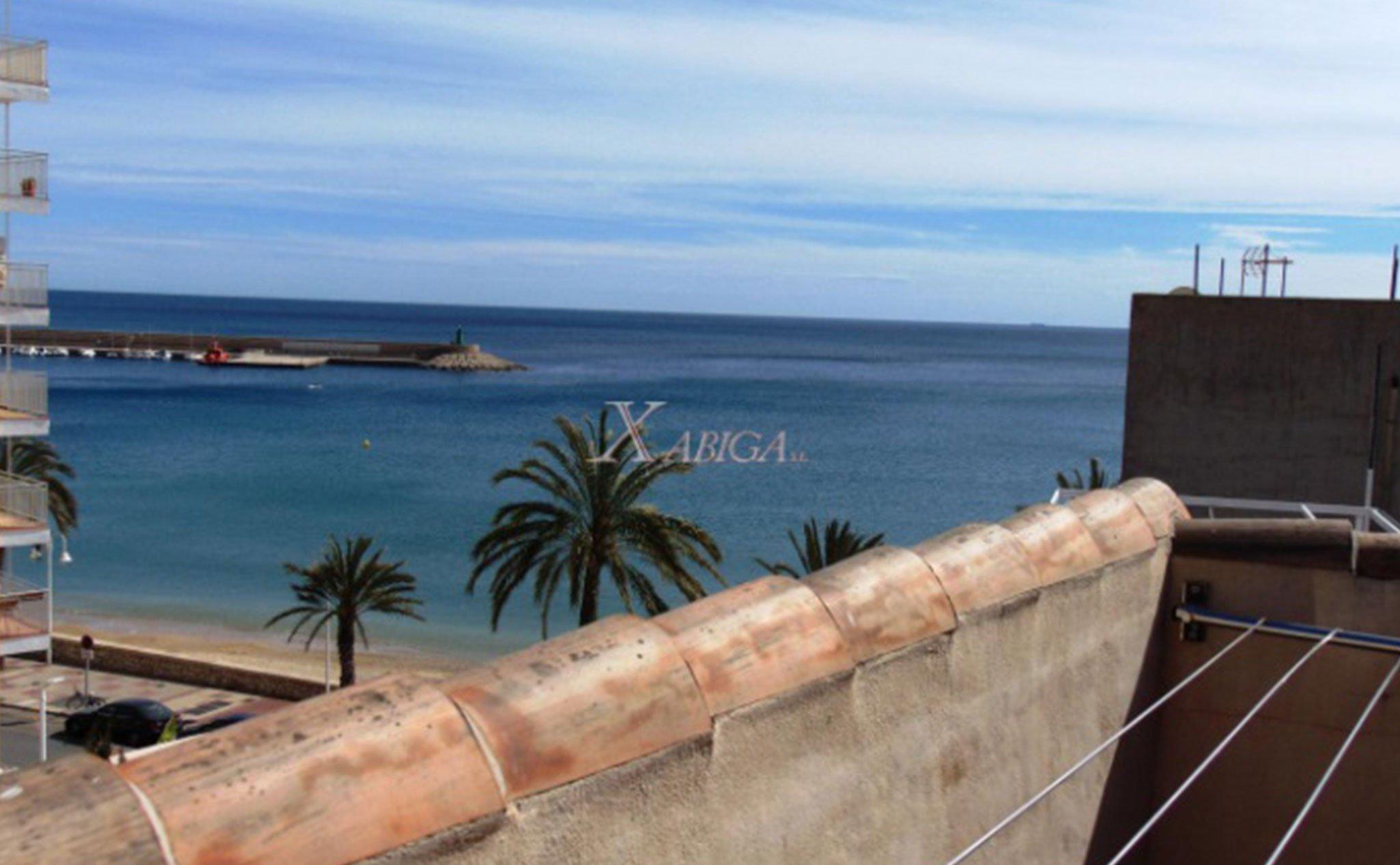Vistas al Puerto de Jávea desde una casa de pueblo en venta – Xabiga Inmobiliaria
