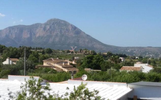 Imagen: Vistas al Montgó desde un chalet en venta en Jávea
