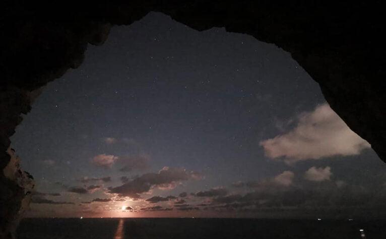 Amanecer desde una de les Coves Santes (Imagen: Miguel Ángel Mayans)