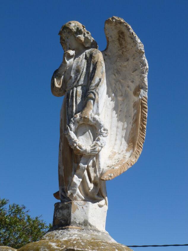 Imagen: ngel en el mausoleo de la familia Grome, en el cementerio viejo de San Juan