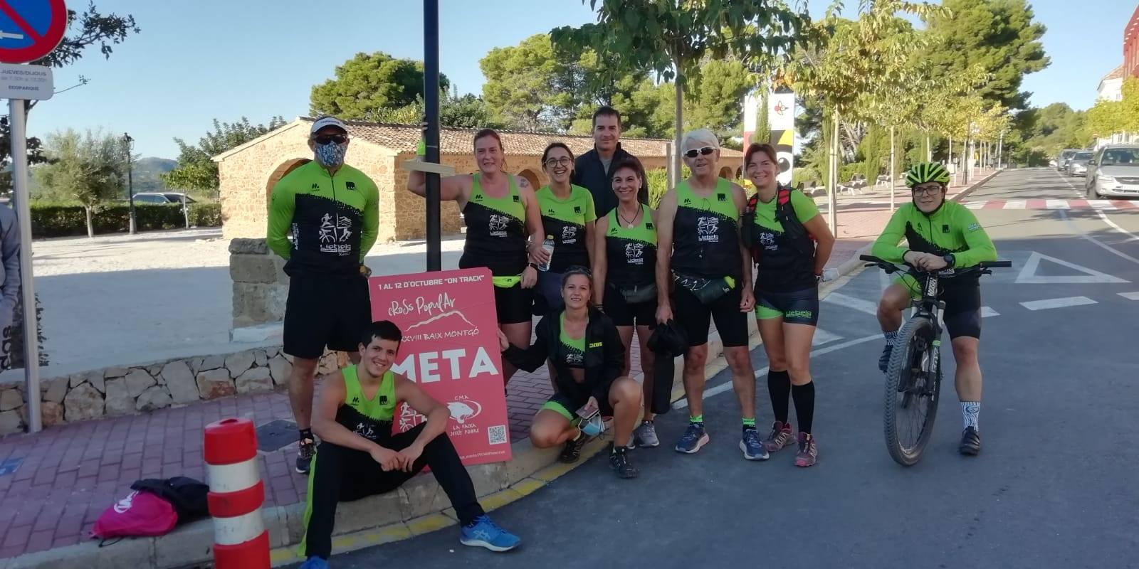 Atletas del Llebeig al llegar a la meta del Cross Baix Montgó