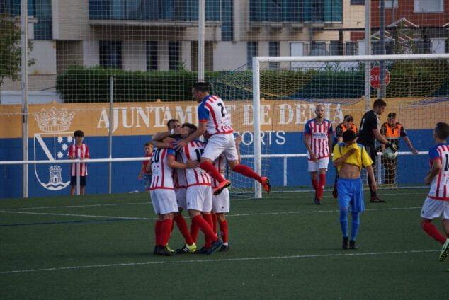 Imagen: Celebración de un gol del CD Jáveaen el partido de la pasada temporada