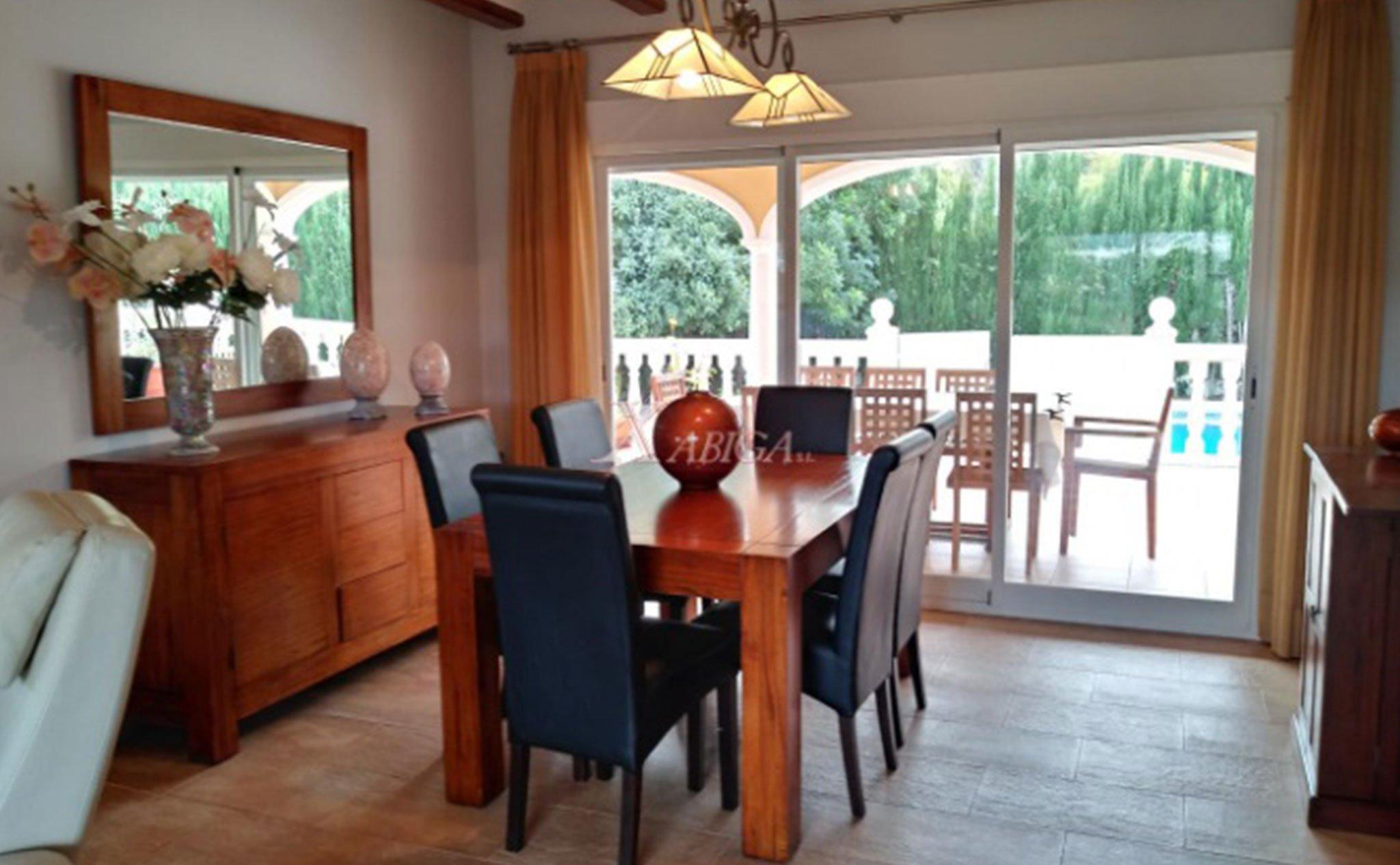 Comedor de un chalet en venta en Jávea – Xabiga Inmobiliaria