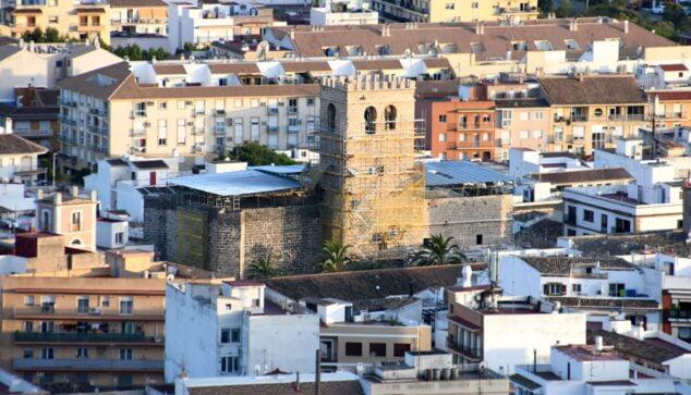 Imagen: Construcción de las almenas de la Iglesia San Bartolomé