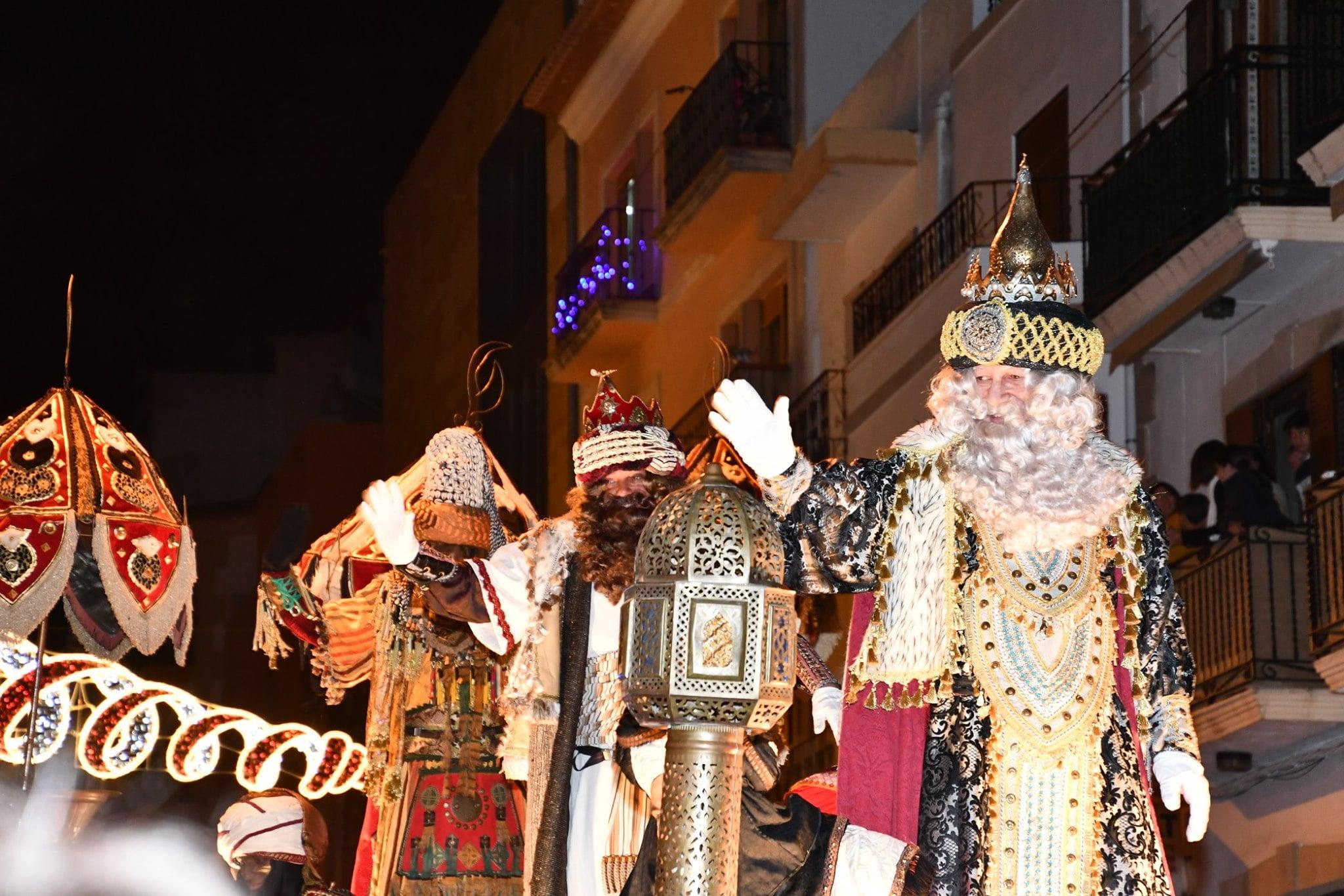 Desfile de los Reyes Magos por el casco antiguo de Xàbia