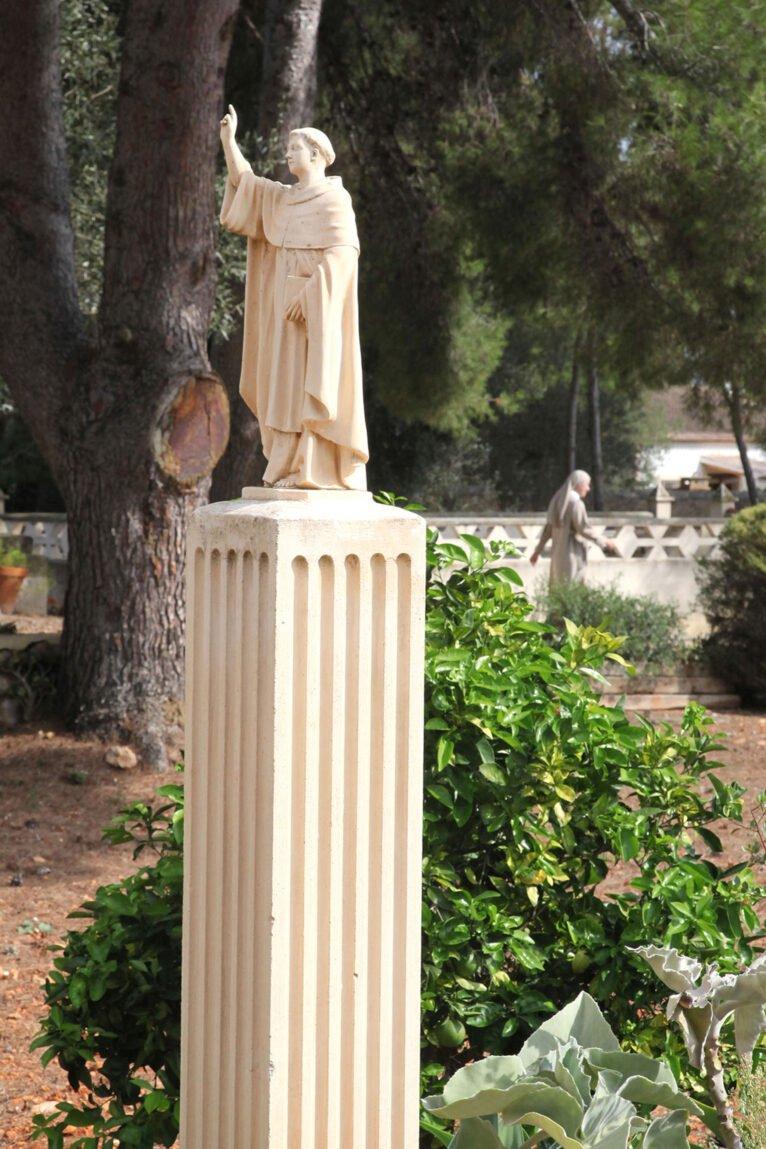Estatua en el Monestir de la Plana de Xàbia