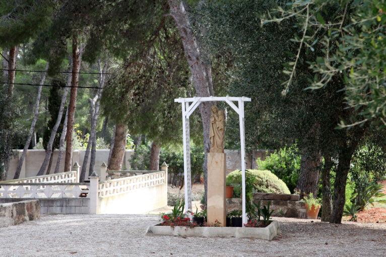 Estatua de la virgen en el Santuari de la Mare de Déu dels Àngels de Xàbia