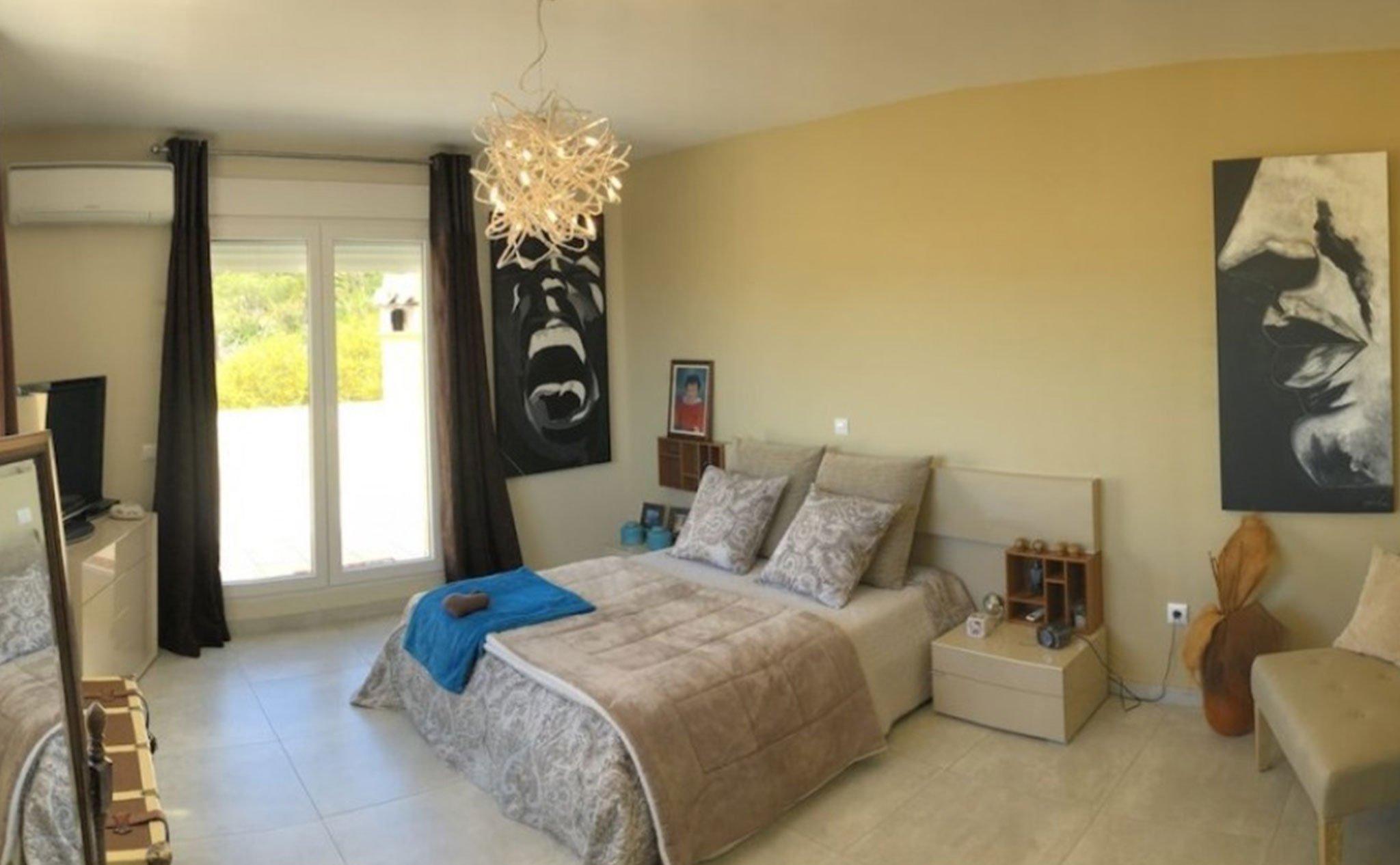 Una de las habitaciones de un chalet en venta en Jávea – Terramar Costa Blanca
