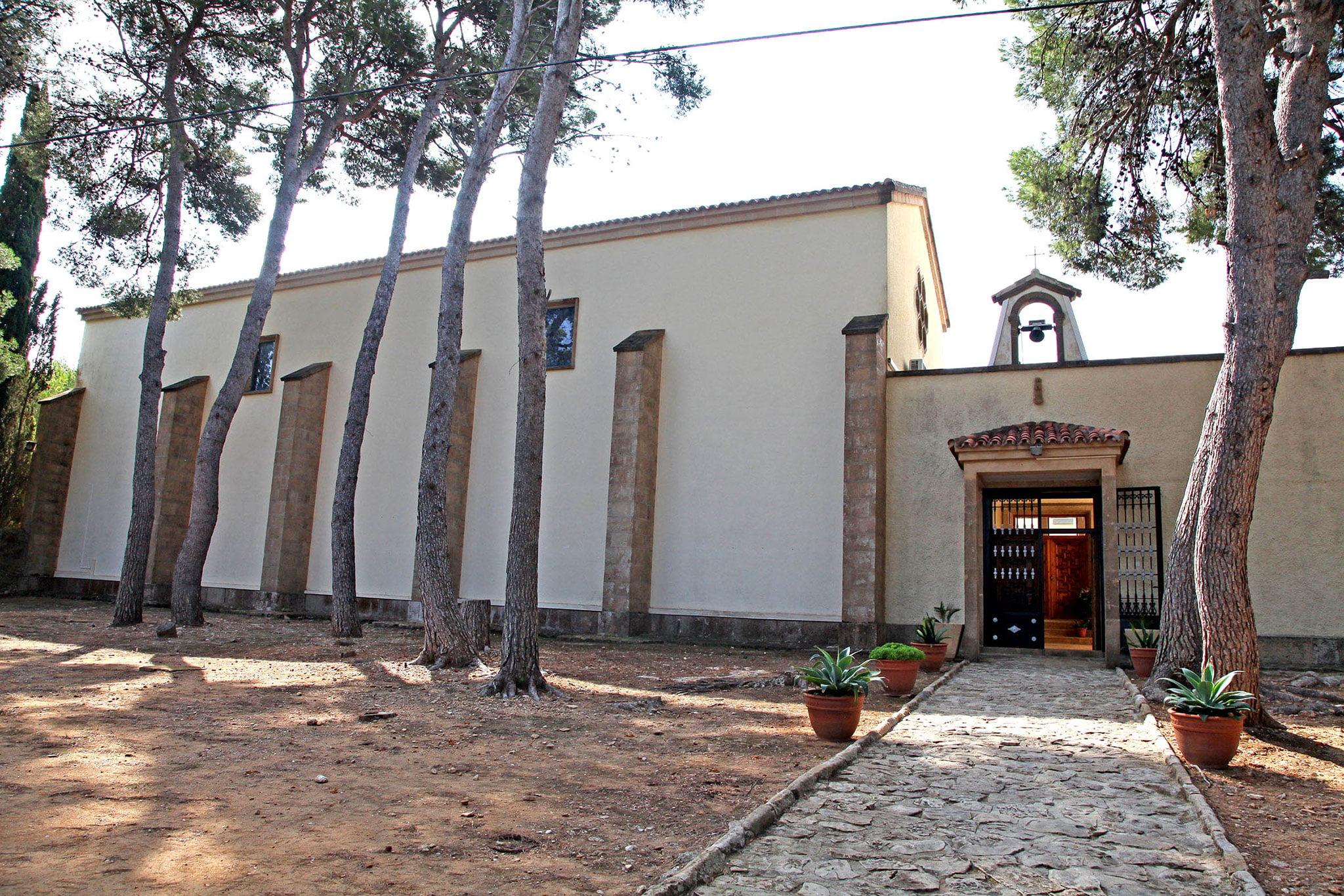 Imagen de la puerta exterior del Monasterio de la Plana de Jávea