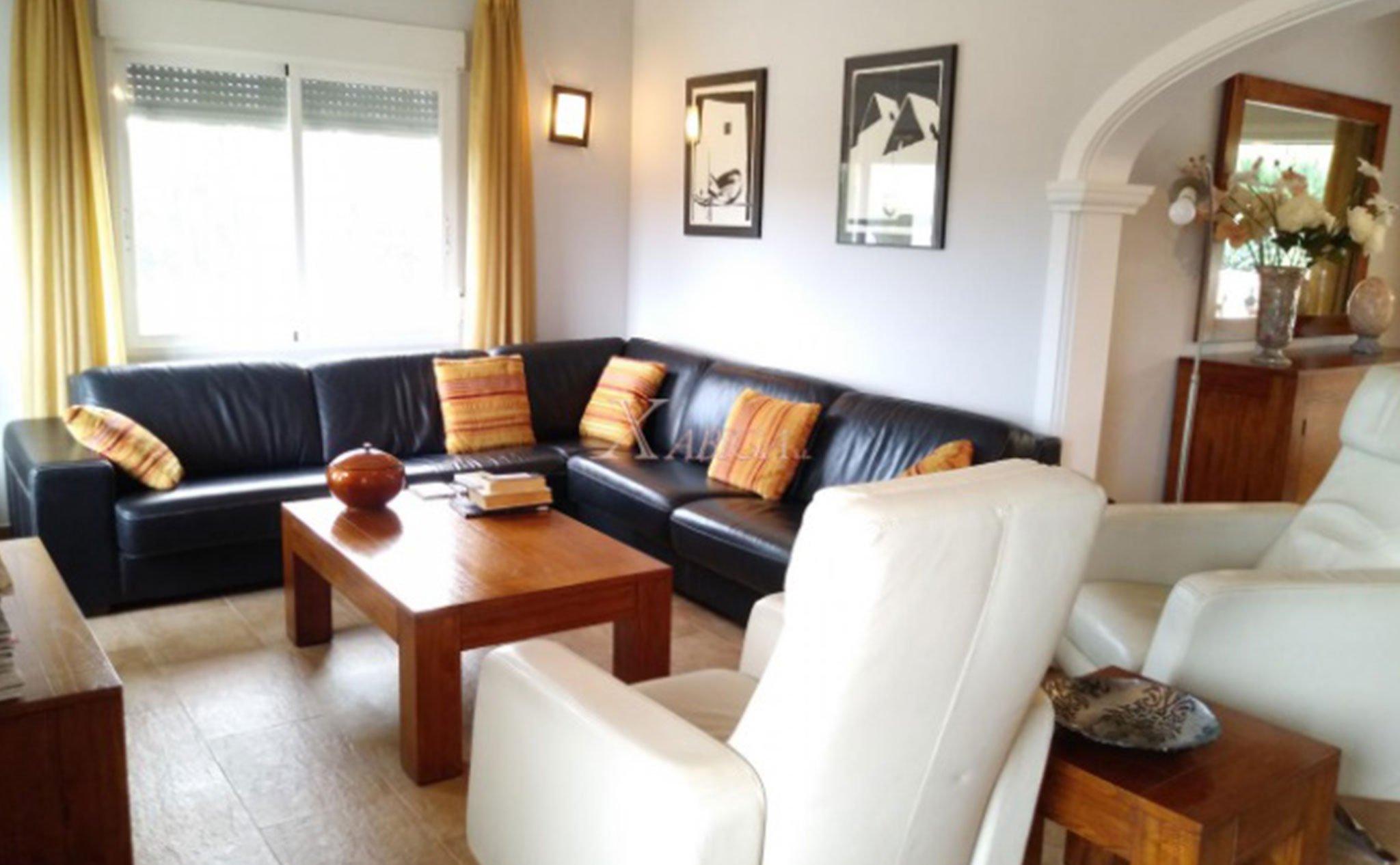 Vista del salón de un chalet en venta en Jávea – Xabiga Inmobiliaria