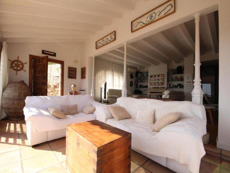 Salón de una villa en venta en El Tosalet en Jávea - Atina Inmobiliaria