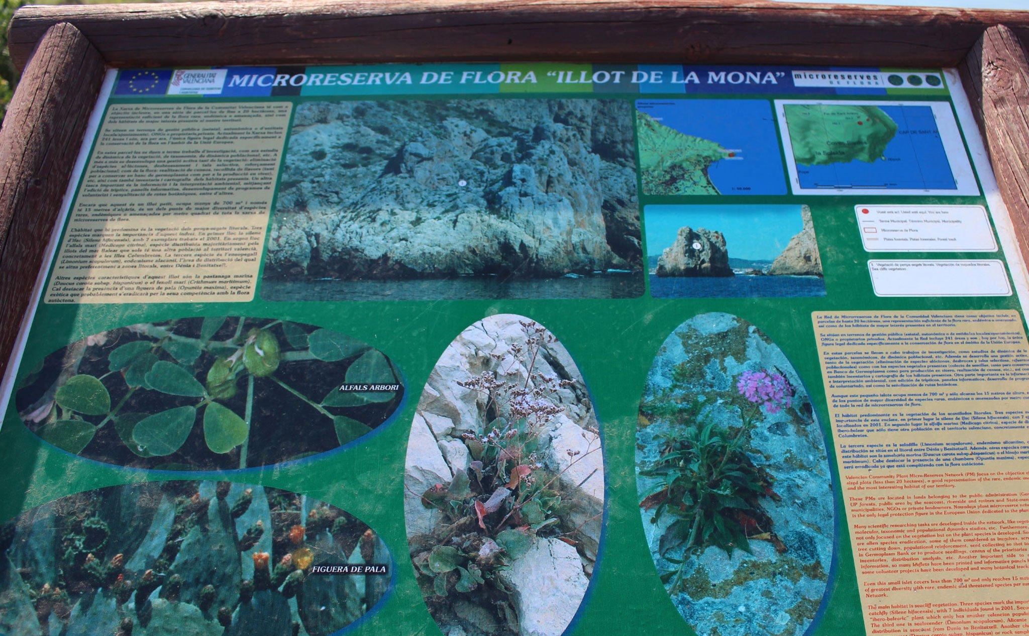 Panel informativo sobre la microrreserva de flora de l'Illot de la Monta, en el Cabo de San Antonio de Jávea