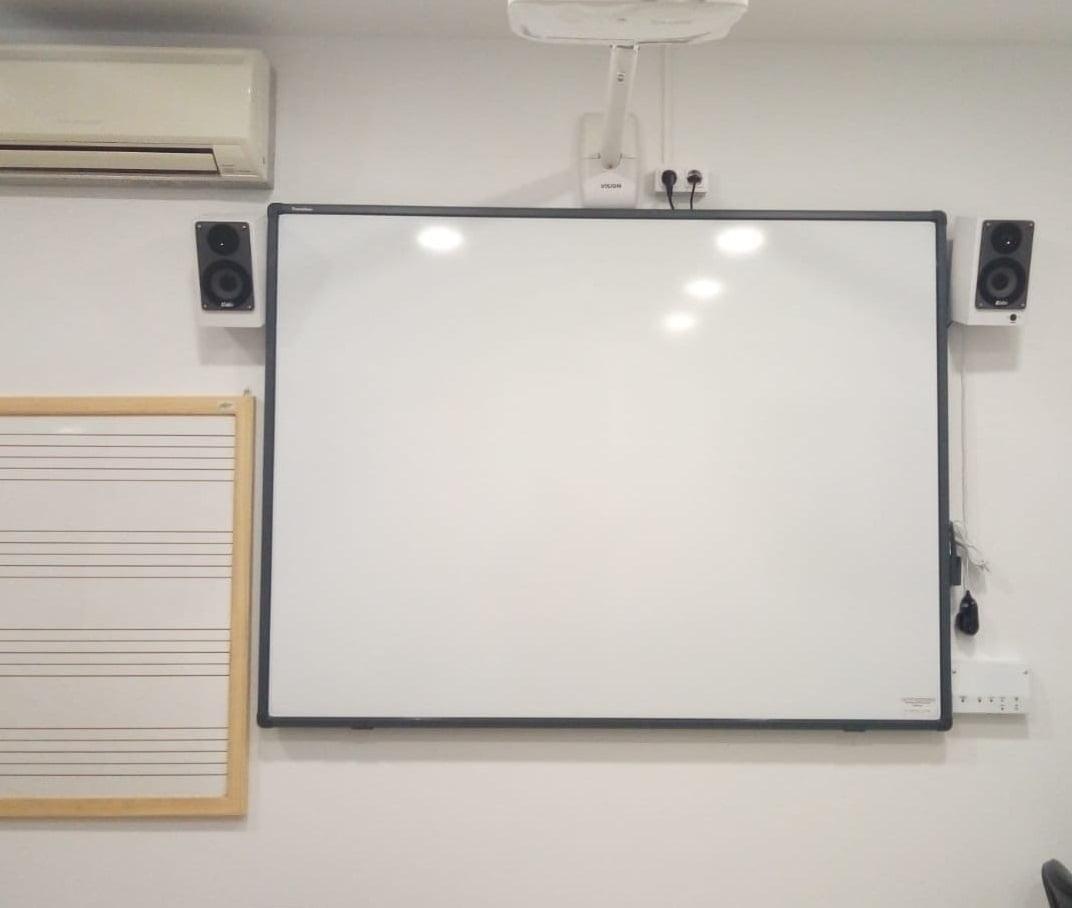 Pizarras digitales en la Aulas de la Escuela de Música de Benitatxell