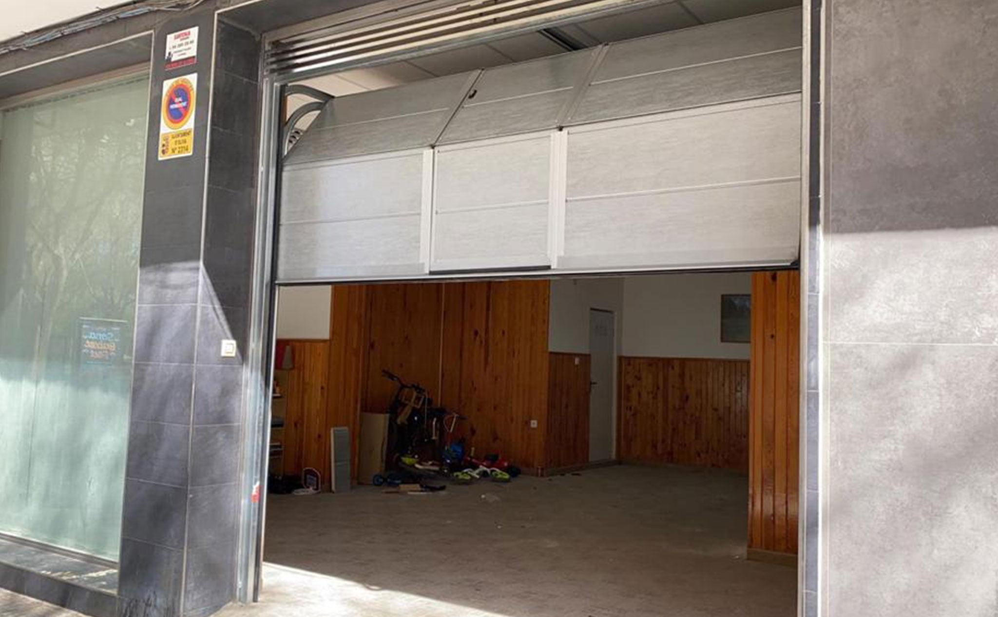 Puertas seccionales para garajes – Alucardona PVC y Aluminios S.L.