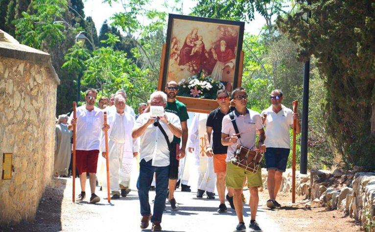 Recorrido de la romería por La Plana durante las fiestas