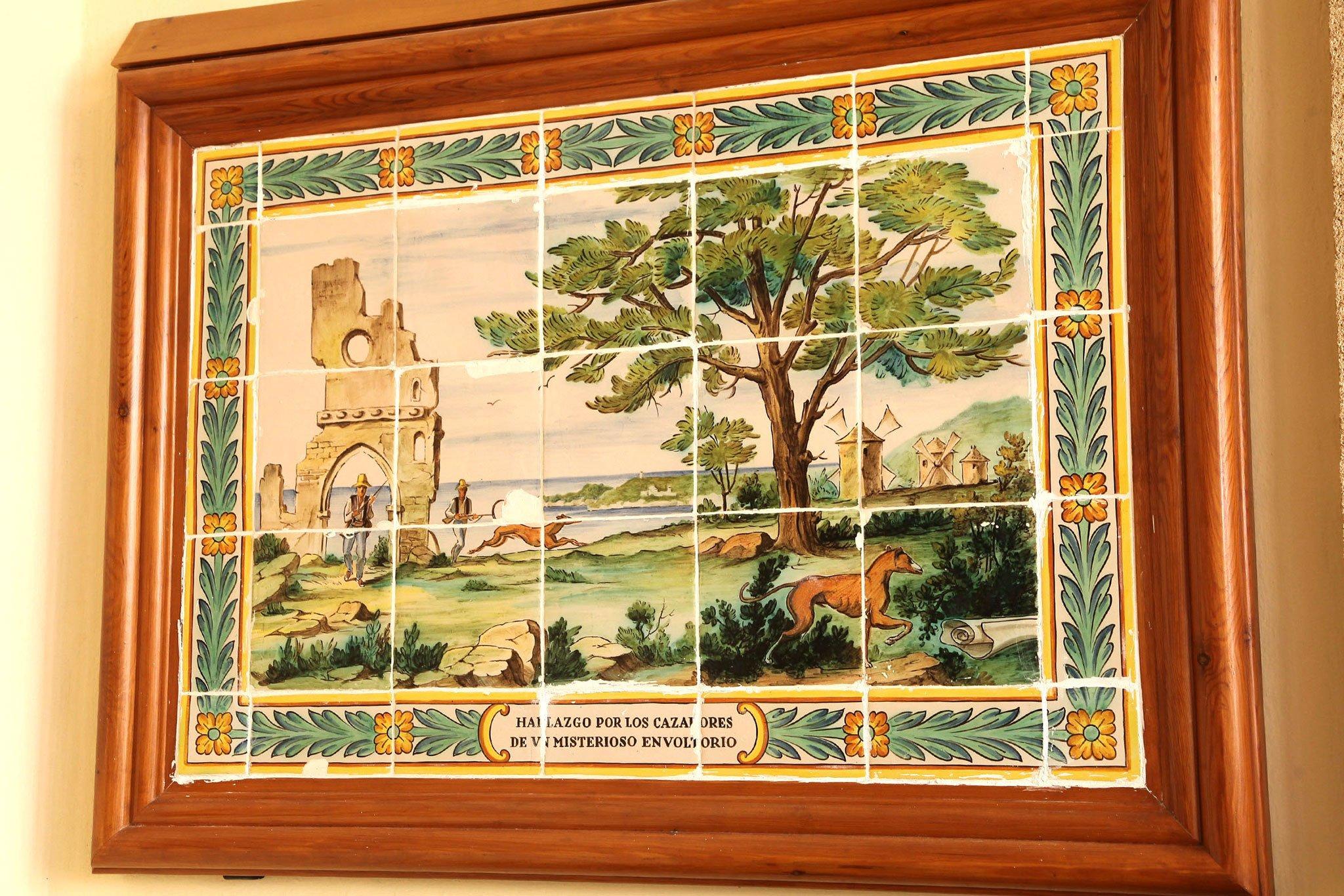Representación de la historia del Santuari de la Mare de Déu dels Àngels de Xàbia: el hallazgo por parte de unos cazadores de un misterioso envoltorio