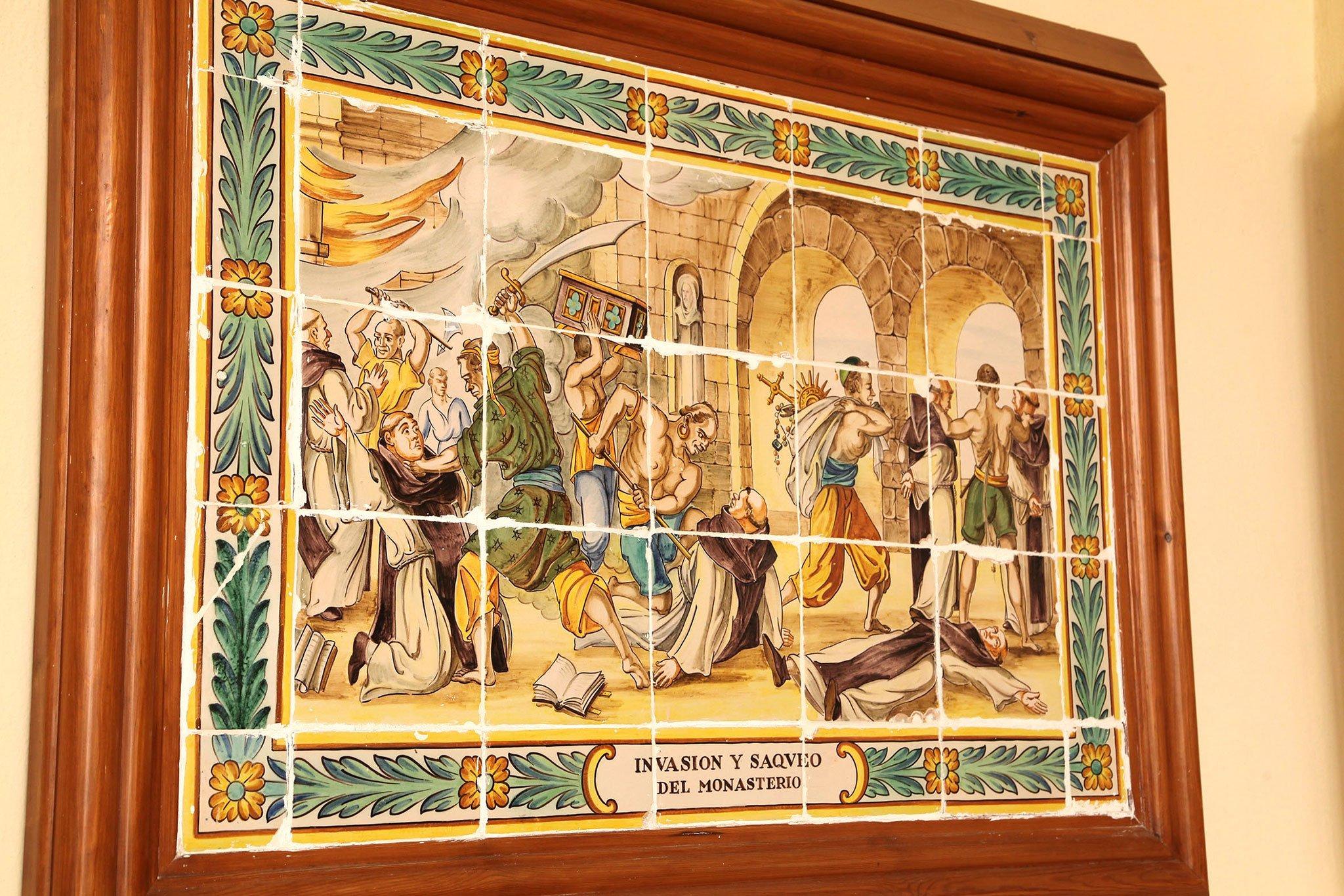 Representación en azulejos de la invasión y el saqueo del Santuari de la Mare de Déu dels Àngels de Xàbia