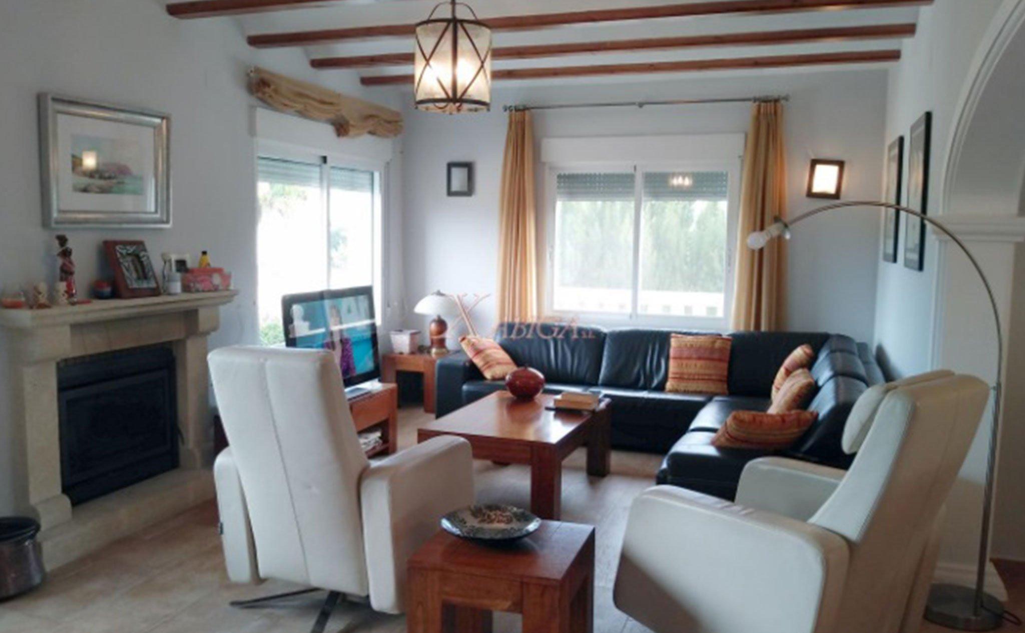 Salón de un chalet en venta en Jávea – Xabiga Inmobiliaria