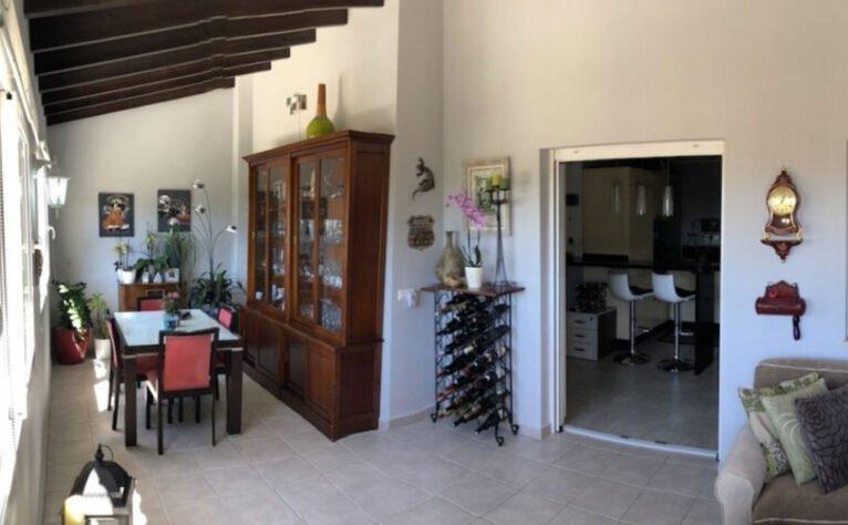 Salón con salida al exterior en un chalet en venta en Jávea - Terramar Costa Blanca